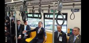 """""""บิ๊กตู่"""" ยืนยันอยู่ตรงนี้ทำเต็มที่หน้าที่นายกฯ ไม่ต้องห่วง ไม่ไปไหน เอาใจคนกรุงขยายนั่งรถไฟฟ้าสายสีเขียวฟรีถึง 5 ธ.ค."""