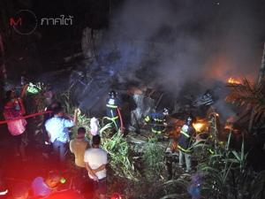 ไฟโหมลุกไหม้บ้านตำรวจเกษียณวอดทั้งหลังกลางเมืองพัทลุง คาดไฟฟ้าลัดวงจร