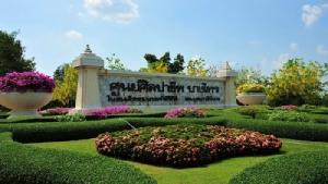 """""""ศูนย์ศิลปาชีพฯ"""" จากน้ำพระราชหฤทัย สู่คุณค่างานศิลป์ เพื่อคุณภาพชีวิตผองไทย"""