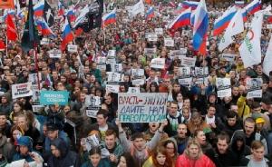 ชาวรัสเซียนับหมื่นคนออกมาชุมนุมประท้วงเมื่อวันเสาร์ (10) เพื่อเรียกร้องความโปร่งใสและขอให้ผู้สมัครฝ่ายค้านได้มีสิทธิ์ลงแข่งขันในการเลือกตั้งสมาชิกสภาท้องถิ่นกรุงมอสโก