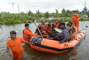 น้ำท่วมใหญ่  3 รัฐ 'อินเดีย' ยอดตายพุ่ง 147 ศพ-โบราณสถานมรดกโลก 'ฮัมปี' จมบาดาล