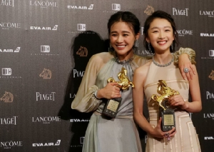 สองสาวจีนแผ่นดินใหญ่ที่คว้ารางวัลนักแสดงนำหญิงคู่กันจากหนังฮ่องกงเรื่อง Soul Mate เมื่อปีก่อน