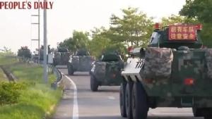 สื่อทางการจีนเผยคลิปวิดีโอขบวนรถหุ้มเกราะของทหารมุ่งหน้าประชิดชายแดนฮ่องกงเมื่อวันที่ 12 ส.ค.