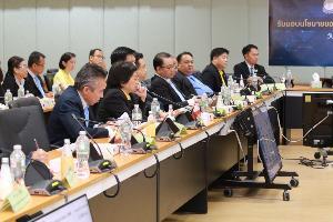 รมว.อุตฯ มอบนโยบายกระตุ้นเศรษฐกิจ เร่งช่วยเหลือ SME-คนตัวเล็ก