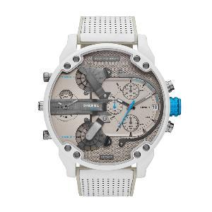 """""""ดีเซล"""" (Diesel) รุ่น DZ7419 ราคา 21,500 บาทMr. Daddy 2.0 รุ่นนี้มีการนำเทคนิคการลงสีแบบพ่นทรายที่ตัวนาฬิกา สายข้อมือสแตนเลสลงสีพ่นทรายจนเรียบและเคลือบด้านอย่างสมบูรณ์แบบ พร้อมสายซิลิโคนสีขาว"""
