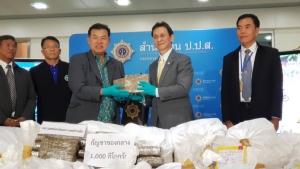 """กรมแพทย์แผนไทยรับมอบ """"กัญชา"""" จาก ป.ป.ส. จ่อผลิต """"น้ำมันเดชา"""" ใช้ 12 รพ.พร้อม """"ยาศุขไสยาศน์"""" 1 ก.ย.นี้ ก่อนดันเข้าบัญชียาฯ"""