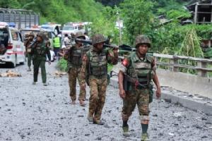 กลุ่มติดอาวุธไม่ทราบฝ่ายในพม่ายิงถล่มรถพยาบาลพลิกคว่ำ อาสาสมัครดับ