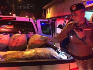 กระบะไล่ยิงรถบรรทุกหอยหลังมีเรื่องปาดหน้ากัน 2 ผัวเมียได้รับบาดเจ็บ