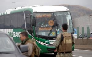ระทึก!คนร้ายจี้รถบัสโดยสารกลางเมืองรีโอฯ เจอพลแม่นปืนสอยร่วงดับคาที่(ชมคลิป)