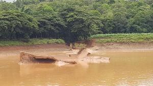 พบสปิลเวย์สระขนาด 1.6 แสน ลบ.ม.สร้างปี 61 แตก ทำน้ำท่วมภูเพียง-เวียงสา 3 หมู่บ้าน