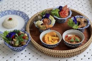 """""""พันวา เฮ้าส์"""" ลิ้มรสอาหารไทยในบ้านสวยริมทะเลภูเก็ต"""