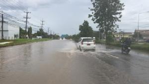 ถนนหลายสายที่หนองคายถูกน้ำท่วมขัง