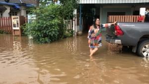 ฝนตกทั่วฟ้าภาคอีสาน หนองคาย/มุกดาหารท่วมถนนหลายสายรถเล็กวิ่งลำบาก