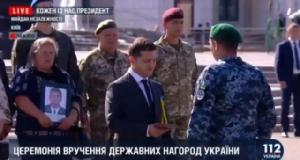 ทหารยูเครนออกมาเดินสวนสนามเอง หลังรัฐบาลยกเลิกพิธีจริง
