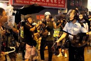 ระทึก! ตำรวจลั่นปืนพก .. สนง.ใหญ่ MTR  ปิดวันจันทร์