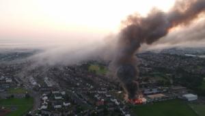 In Pics&Clips :ดับเพลิงกว่า 80 ชีวิต รถอีก 15 คัน พยายามดับไฟไหม้โรงเรียนไฮสกูลสกอตแลนด์ ไม่มีเด็กเสียชีวิต