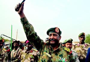 พล.ท.อับดุล ฟัตตาห์ อัล-บุรฮาน ประธานสภาทหารเปลี่ยนผ่าน