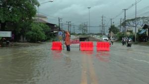 ฝนตกหนักตัวเมืองมหาสารคาม   บางโรงเรียนต้องปิดการเรียนการสอน