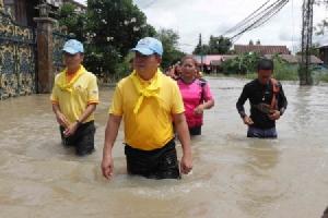 ท่วมหนัก 10 ชุมชนเทศบาลเมืองน้ำดำ กว่า 1,500 หลังคาเรือนยังจมบาดาล