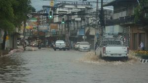 ฝนตกดอยผ้าห่มปก-น้ำป่าหลาก เจอเศษขยะขวางลำห้วย-น้ำทะลักท่วมเมืองฝาง