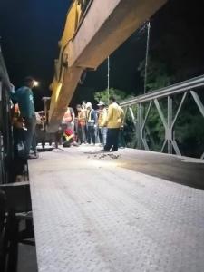 ทช.ระดมเจ้าหน้าที่เร่งติดตั้งสะพานเบลีย์เชื่อมถนนขาดที่ อ.เมืองอำนาจเจริญ