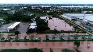 ขอนแก่นอ่วมน้ำท่วมหลายจุด ทางเข้าตัวเมืองจากอำเภอชุมแพต้องปิดการสัญจร