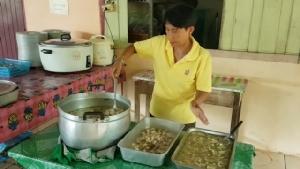 เด็กๆ ร.ร.วัดดวงเดือน ชอบใจอาหารอร่อยหลังเปลี่ยนแม่ครัวชุดใหม่