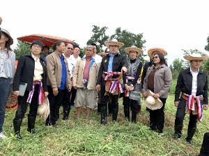 """""""ธรรมนัส"""" รมช.เกษตรฯ ลงพท.เยี่ยมศูนย์ถ่ายทอดเทคโนโลยีการพัฒนาที่ดิน จ.ขอนแก่น"""