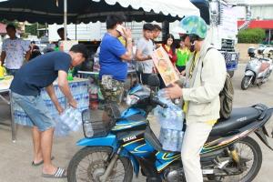 ชาวปากน้ำโพแห่บริจาคของส่งช่วยคนพิจิตรสู้น้ำท่วมวันนี้ ผู้ว่าฯ สั่งเฝ้าระวังน้ำเหนือทะลัก