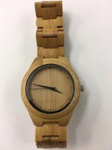 """ชาวญี่ปุ่น-เกาหลีฮือฮา """"นาฬิกาข้อมือ"""" รมต.ต่างประเทศญี่ปุ่น"""