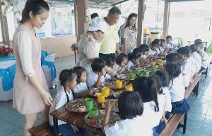 วนกินต่อถึง 3 รอบ-เด็กห่อกลับบ้านได้อีก! ผอ.ยันอาหารกลางวันเด็กบ้านนาเชิงคีรีไม่ได้มีไว้โชว์