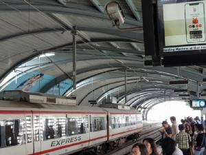"""""""กรมราง""""คาดลดค่าตั๋วรถไฟฟ้าได้ปลายปี ถก  BEM –แอร์พอร์ตลิงก์ ออกบัตรเดือนจูงใจ"""