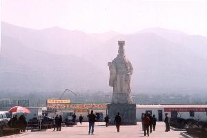 อนุสาวรีย์จิ๋นซีฮ่องเต้ ตั้งตระหง่านโดดเด่นคู่เมืองซีอาน