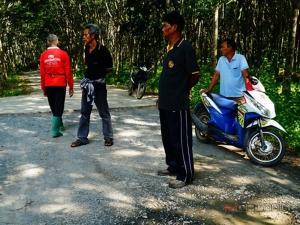 ผู้นำหมู่บ้านใน จ.พัทลุง โวอาภัพไร้ผู้บริหารท้องถิ่น จนถูกนักการเมืองเอาเปรียบ ตัดงบสร้างถนนเชื่อมตำบล
