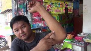นายอาทิตย์ แสงอินทร์ อายุ 37 ปี อยู่บ้านเลขที่ 65 ซอย 2 ถนนปิ่นดำริห์ ต.ในเมือง อ.เมืองกำแพงเพชร ผู้เสียหายที่ถูกรุมยำหน้าผับดังกำแพงเพชร