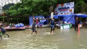 ชาวอุบลฯ อพยพหนีน้ำท่วมซ้ำสองในรอบสัปดาห์ ด้าน ชป.ระบุทิศทางน้ำเริ่มชะลอตัว