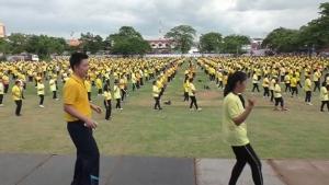 ชาวชัยนาทสามวัย  2,000 คน ร่วมกันเต้นบาสโลป
