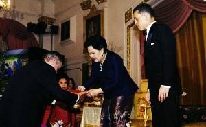 คนไทยคนที่ 5...อธิบดีกรมหม่อนไหมได้รับรางวัลหลุยส์ปาสเตอร์