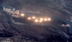 พินาศ! แพร่คลิปสะพรึง ฝูงบินรบสหรัฐฯ ทิ้งระเบิด 40 ตันถล่มเละบนเกาะ IS (ชมวิดีโอ)