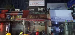 ไฟเผาวอด 5 ชั้น อาคารพาณิชย์เปิดเป็นร้านขายเสื้อผ้าในตลาดโบ๊เบ๊