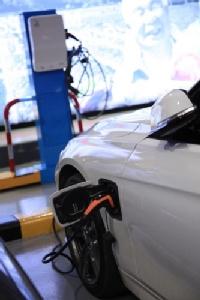 เดอะมอลล์ กรุ๊ป หนุนใช้พลังทดแทน ร่วม BMW และ Charge Now  เปิดจุดบริการที่จอดรถไฟฟ้าพร้อมแท่นชาร์จ