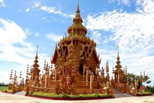 """อลังการมาก! พบ """"เมรุ"""" ใหญ่งดงามที่สุดในไทย สร้างด้วยงบศรัทธา 14  ล้าน เจ้าอาวาสออกแบบเอง"""