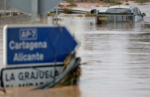 อ่วมไม่แพ้ไทย!! 'สเปน' เจอฝนถล่ม-น้ำท่วม ดับแล้ว 5 ราย อพยพกว่า 3 พันคน