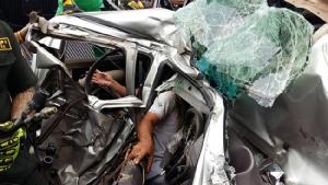 โชว์เฟอร์รถพ่วง 18 ล้อ ซิ่งลงสะพานมอเตอร์เวย์กาญจนาภิเษก ชนยับรถกระบะ 5 คัน เจ็บสาหัส 4