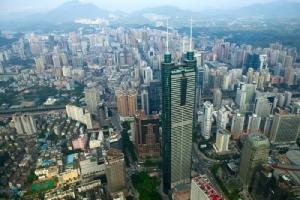 <i>เซินเจิ้น เมืองซึ่งรุ่งเรืองจากเทคและอุตสาหกรรมการผลิตไฮเอน  กำลังได้รับการส่งเสริมจากปักกิ่ง เพื่อก้าวขึ้นสู่แถวหน้าของมหานครระดับโลก </i>