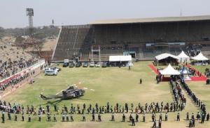 "In Clip: อัฒจันทร์ว่างเปล่าในสนามกีฬาฮาราเรจัดพิธีศพ ""มูกาเบ"" ผู้นำแอฟริกาใต้-เคนยาบินร่วมเป็นเกียรติ"