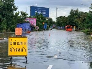 อุบลฯ-ศรีสะเกษยังอ่วม! ถนน 8 สายน้ำท่วมสูง รถผ่านไม่ได้