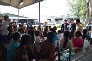 แรงงานพม่า รง.ไวต้าฟู้ดกว่า 200 คน บุกศาลแรงงานภาค 7 ร้องโดนเบี้ยวค่าแรง