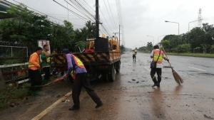 (ชมคลิป) เริ่มคลี่คลายแล้ว หลังน้ำป่าไหลหลากท่วมเส้นทางและบ้านเรือนประชาชนใน 2 อำเภอของ จ.จันทบุรี
