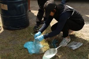 เจ้าหน้าที่ยึดรถ 10 ล้อลักลอบขนถังสารเคมีมากำจัดที่ราชบุรี